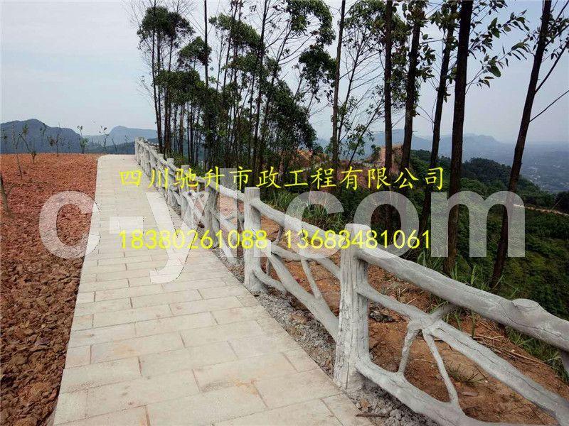 四川塑石栏杆 塑石仿树皮栏杆现场制作